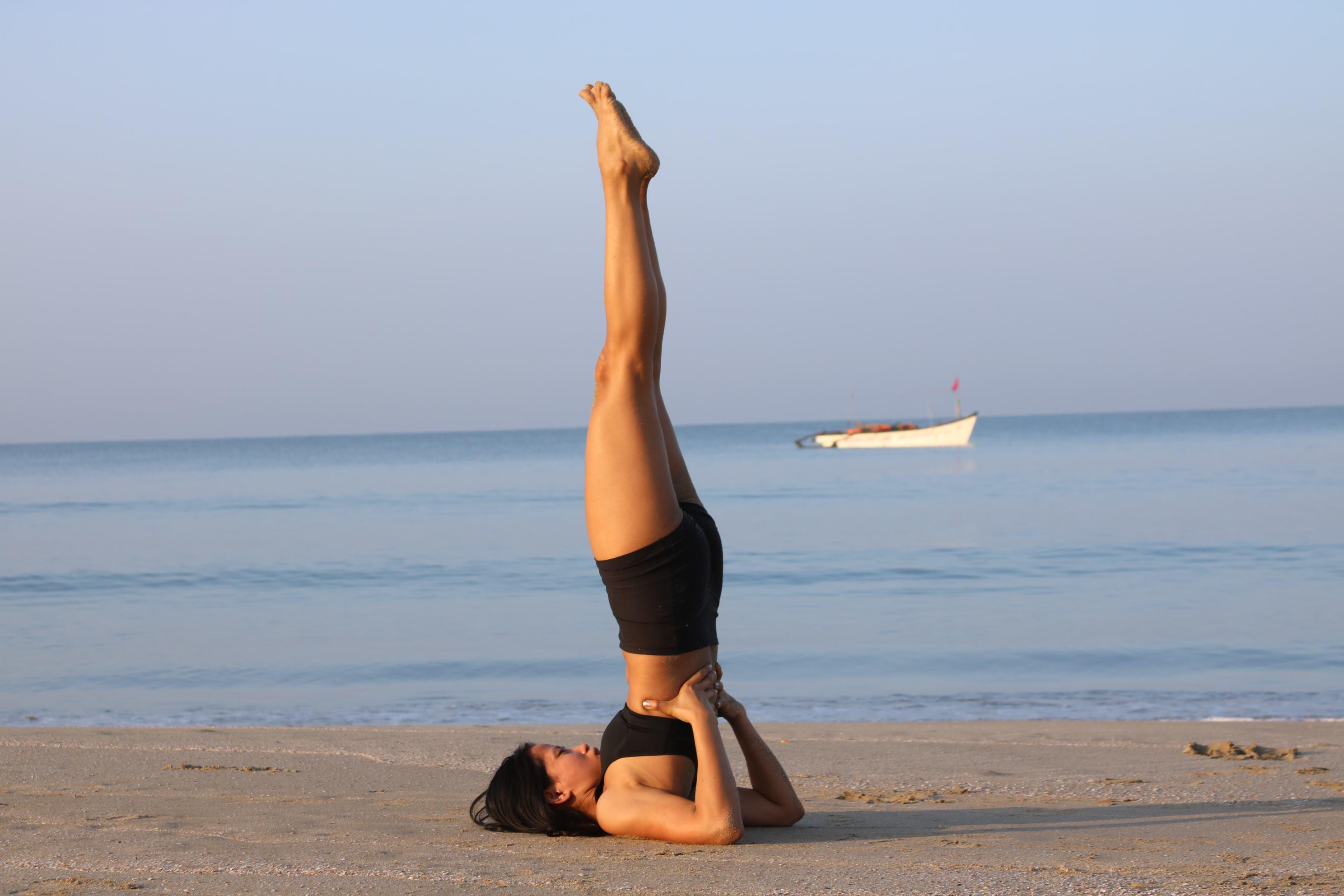 Sarvangasana là tư thế yoga chữa huyết áp thấp giúp tăng tuần hoàn máu não